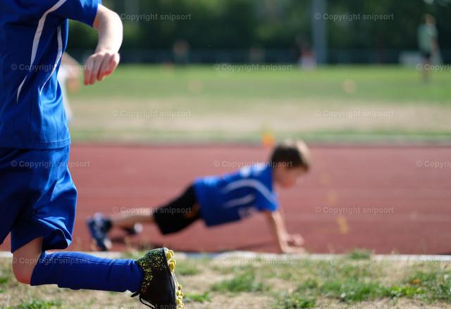 Kinder beim Sport | Kinder vom Fussballverein beim Aufwärmen