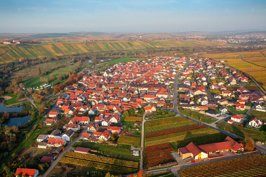 L_JSL_JS_MG_3817_20171019_Nordheim am Main | Das Luftbild zeigt Nordheim am Main