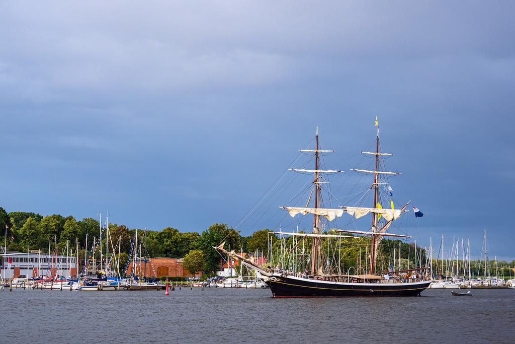 rk_06187 | Segelschiffe auf der Hanse Sail in Rostock.