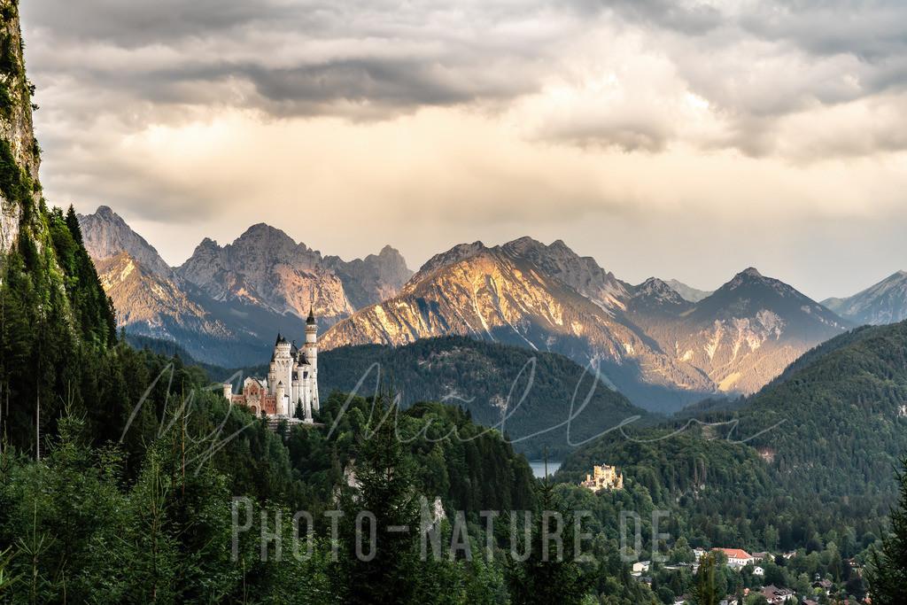 Schloss Neuschwanstein zum Sonnenaufgang | Die Sonne grüßt das Schloss in einem sanften Licht