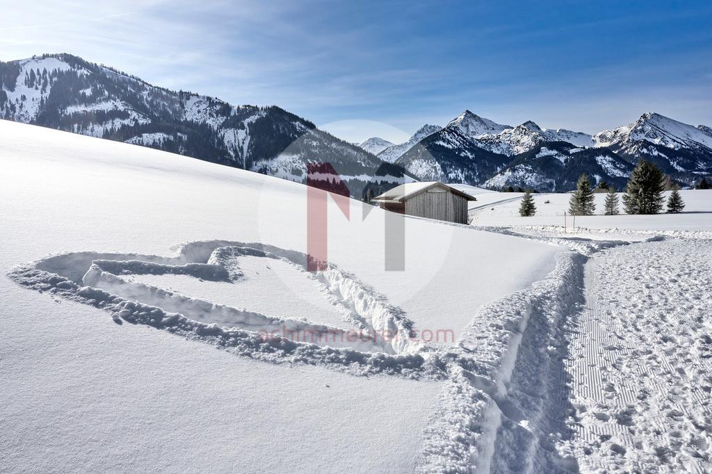 Herz im Schnee, Tannheimer Tal, Tirol, Österreich
