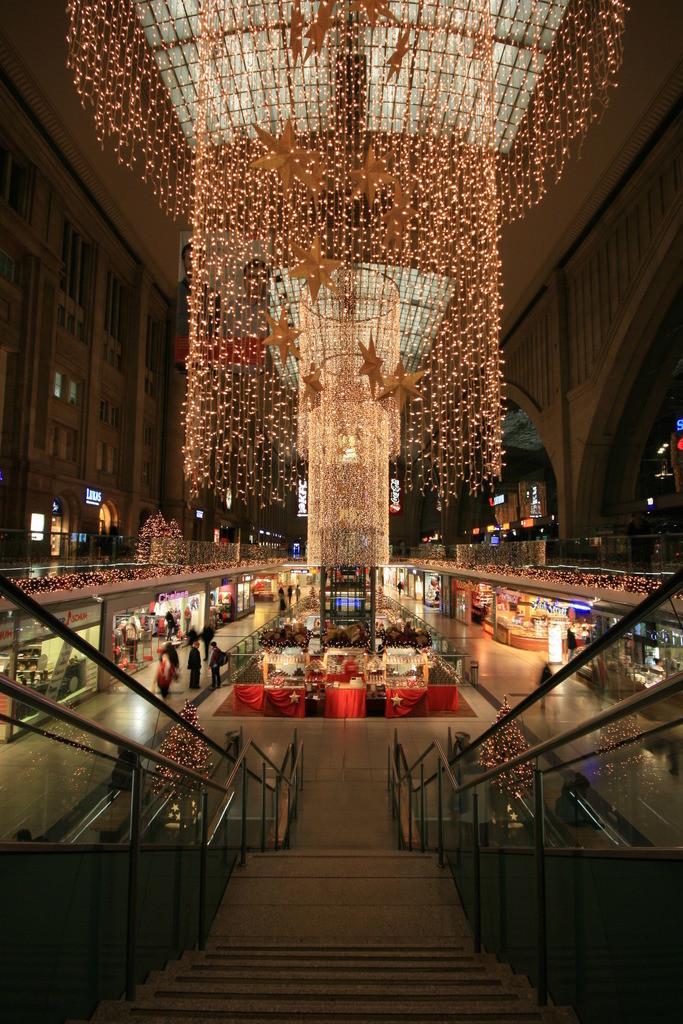 Leipziger Hauptbahnhof Weihnachtssymetrie Daniel König