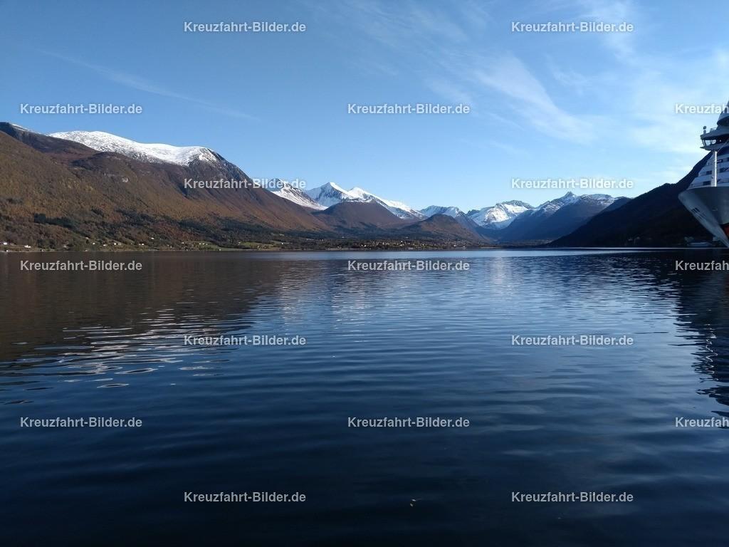 Fjord vor Andalsnes IV | Fjord vor Andalsnes