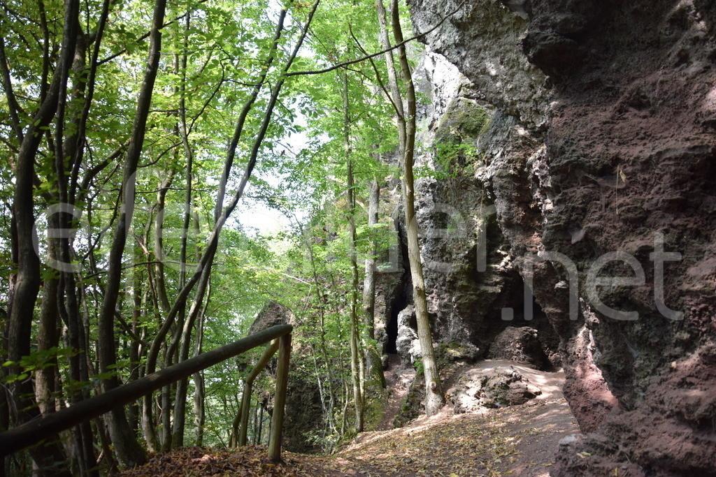 Steinzeithöhlen bei Kennfus   Bad Bertrich in der Vulkaneifel