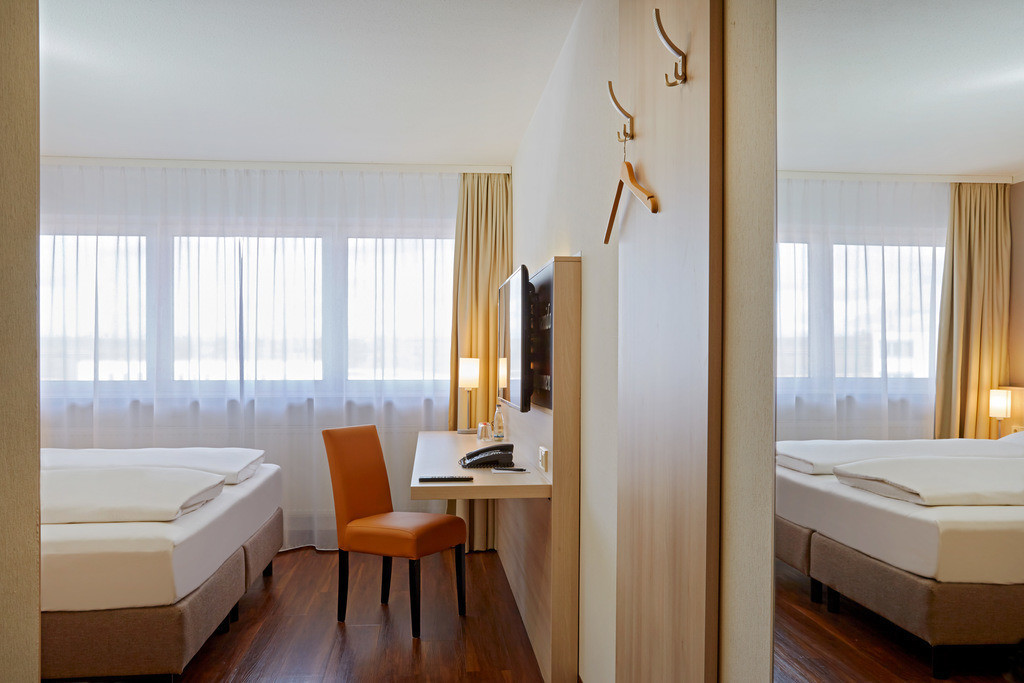 zimmer-komfort-doppelzimmer-01-hplus-hotel-stuttgart-herrenberg