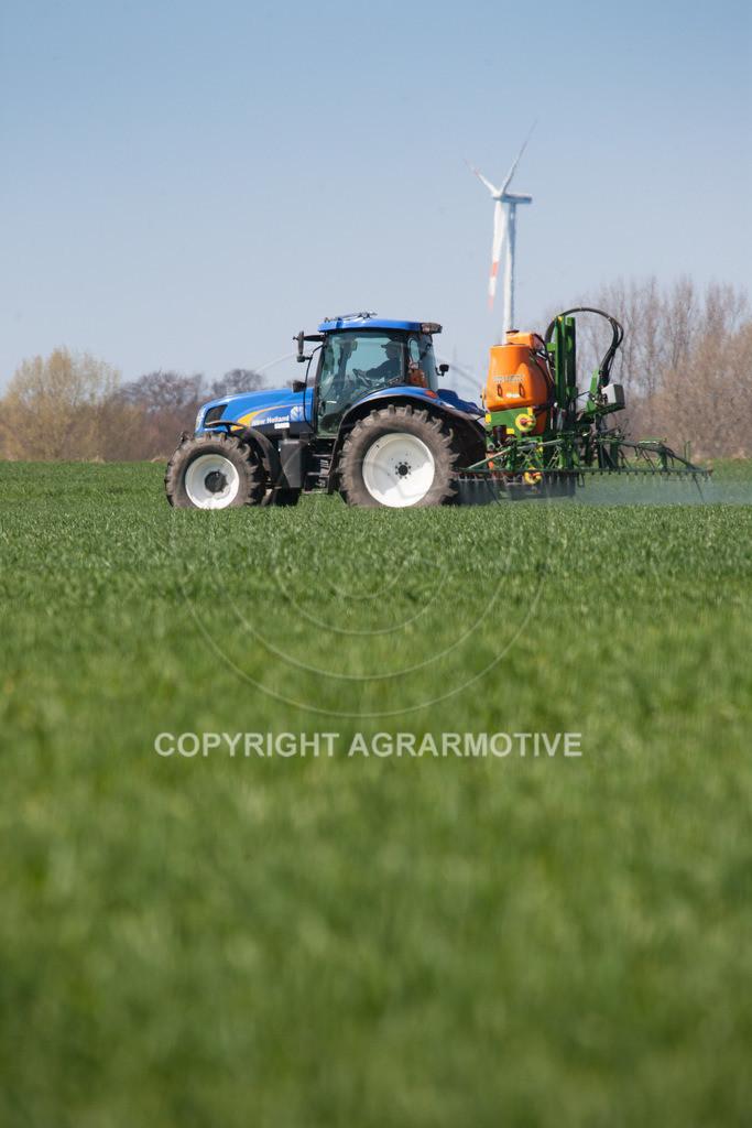 20100417-IMG_5634 | Feldspritze im jungen Getreidebestand
