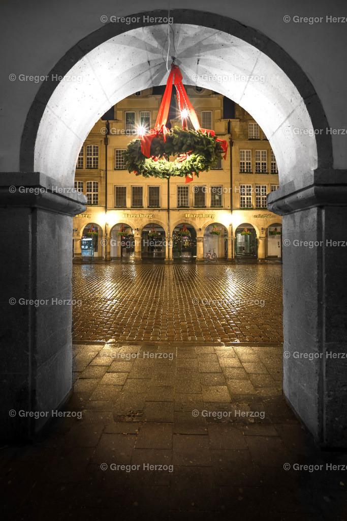 Weihnachtlich unter den Bögen | Ein Foto aus dem neuen Kalender Münster erstrahlt 2020