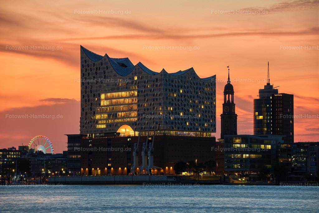 10190710 - Elbphilharmonie und Michel | Blick über die Elbe auf die Elbphilharmonie, den Michel und das Columbushaus.