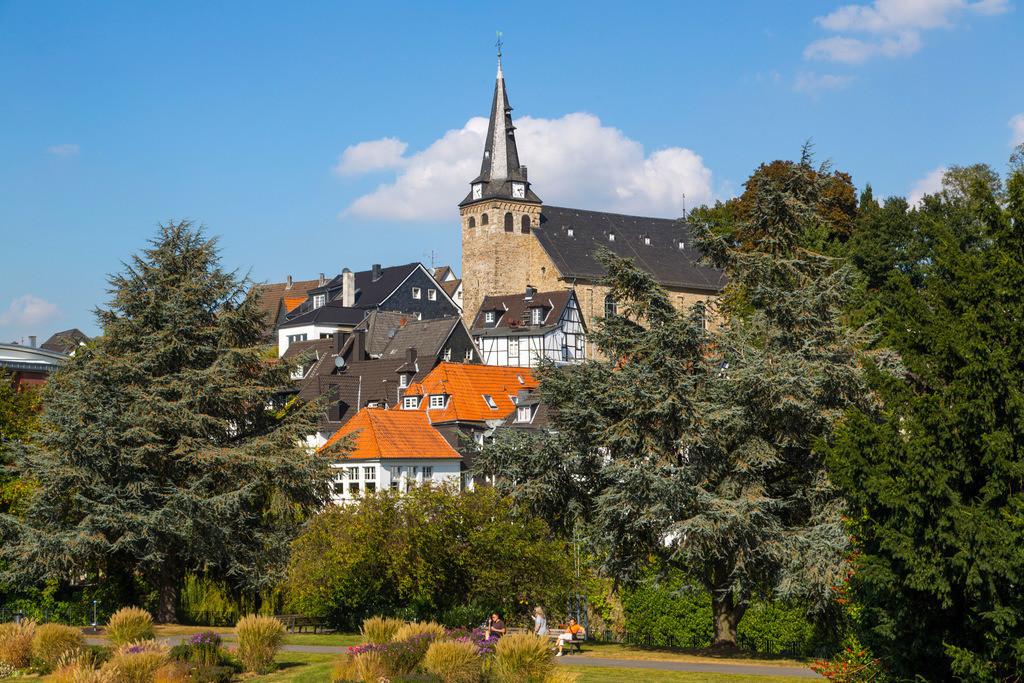 JT-160927-142 | Essen-Kettwig, Altstadt am Ruhrufer mit historischer Marktkirche, Essen, NRW, Deutschland, Europa.