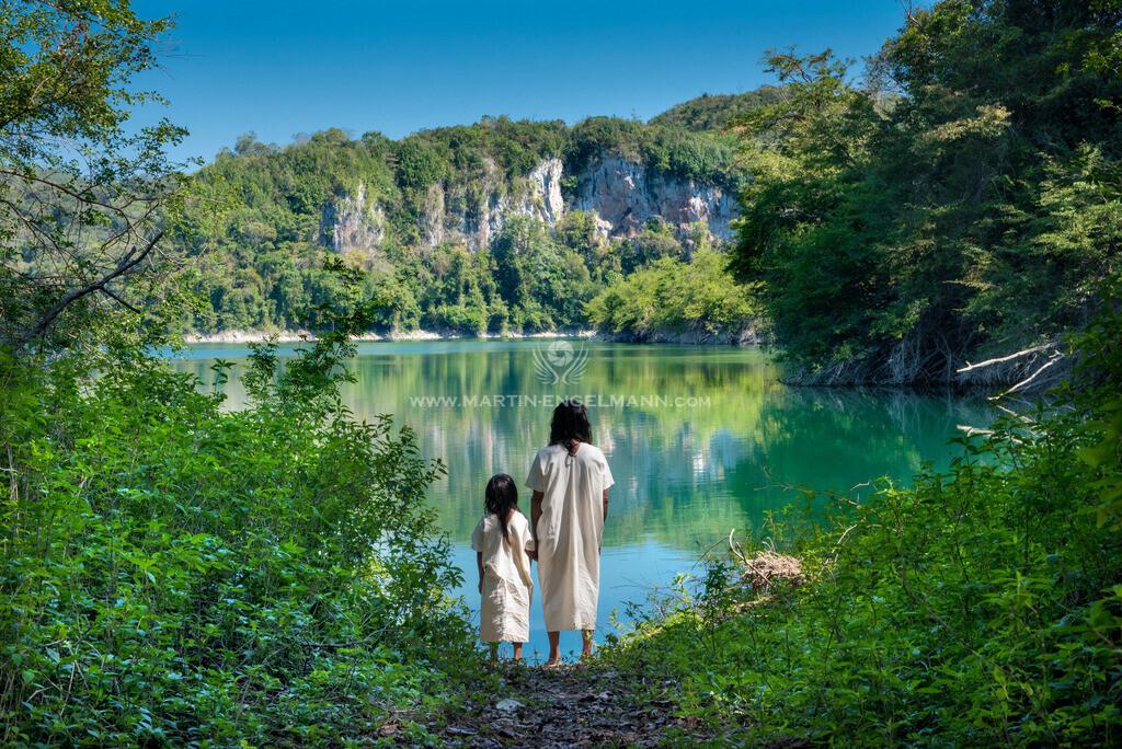 20170411-750_0866-fertig2 | Mexiko, Chiapas, Metzabok, Juanito mit Sohn bei Lagune