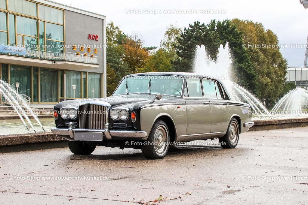 Bentley T1 Limousine 4 Türen, EZ 1976 (Bauzeit 1965-1977) | Bentley T1 Limousine 4 Türen, Farbe: Beige-Schwarz, Bauzet des T1 1965-1977, Erstzulassung des abgebildeten Fahrzeuges: 1976, 4dr Saloon, GB, UK, Großbritannien, United Kingdom