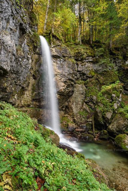 Sibli-Wasserfall in Bayern | Nur ein paar Kilometer vom Rottachfall bei Rottach-Egern am Tegernsee befindet sich der ca. 15 m hohe Sibli-Wasserfall.