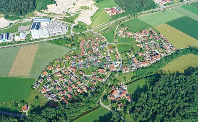 luftbild-aiging-nussdorf-chiemgau-bruno-kapeller-13 | Luftaufnahme von Aiging bei Nußdorf im Chiemgau, Sommer 2018. Das Dorf befindet sich ca.5 km vom Chiemsee entfernt, Landkreis Traunstein.