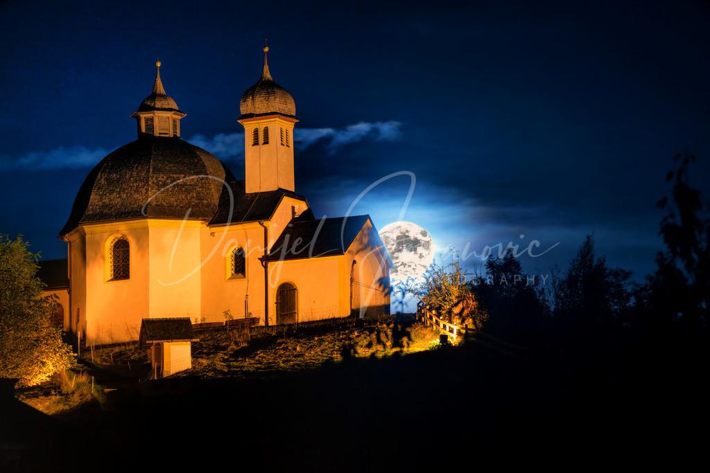 Vollmond | Der Supervollmond hinter der Kapelle am Arzler Kalvarienberg