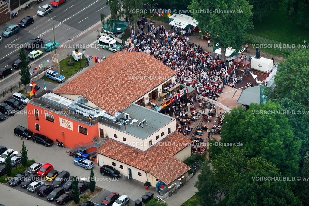 ES100612160085_PV | Public Viewing Auftackspiel Deutschland - Australien 4:0 WM 2010,  Essen, Ruhrgebiet, Nordrhein-Westfalen, Germany, Europa, Foto: hans@blossey.eu, 13.06.2010