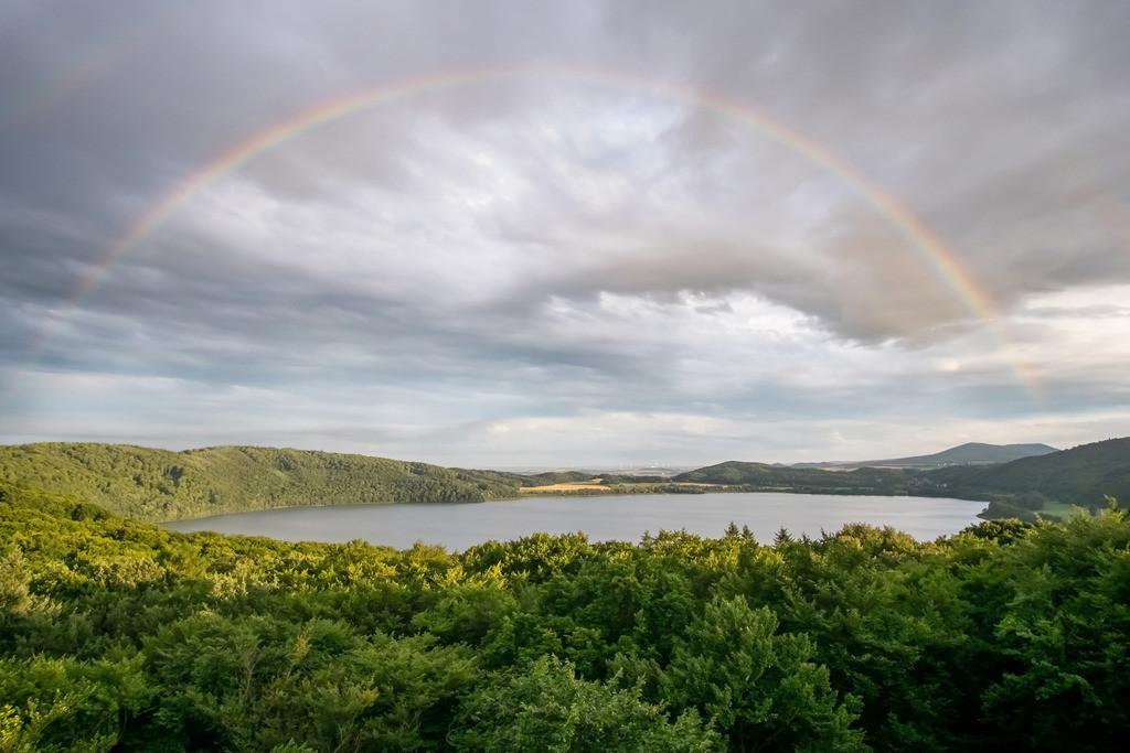 Regenbogenfarben, Laacher See   Die Serie 'Deutschlands Landschaften' zeigt die schönsten und wildesten deutschen Landschaften.