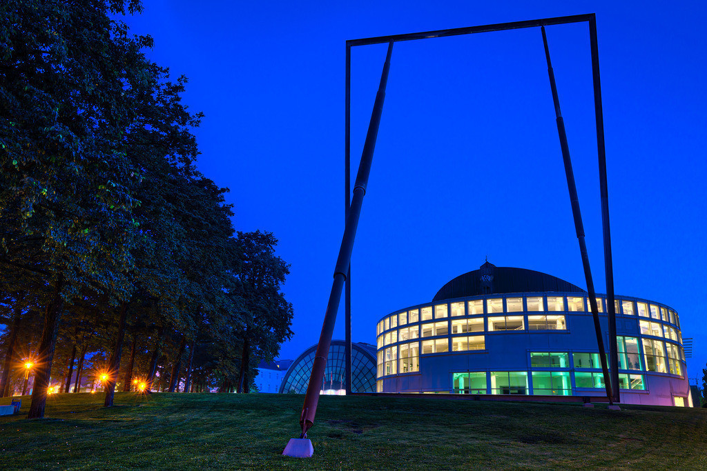 Stadthalle Bielefeld | Stadthalle Bielefeld in der blauen Stunde.