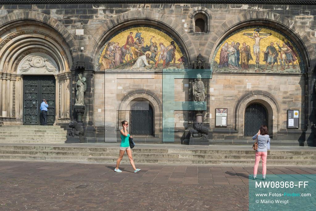 MW08968-FF | Deutschland | Niedersachsen | Bremen | Reportage: Reise entlang der Weser | Eingang zum St.-Petri-Dom   ** Feindaten bitte anfragen bei Mario Weigt Photography, info@asia-stories.com **