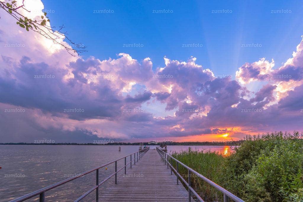 0-140709_2100-2565 | --Dateigröße 5760 x 3840 Pixel-- Steg der Waldschänkemit zum Sonnenuntergang