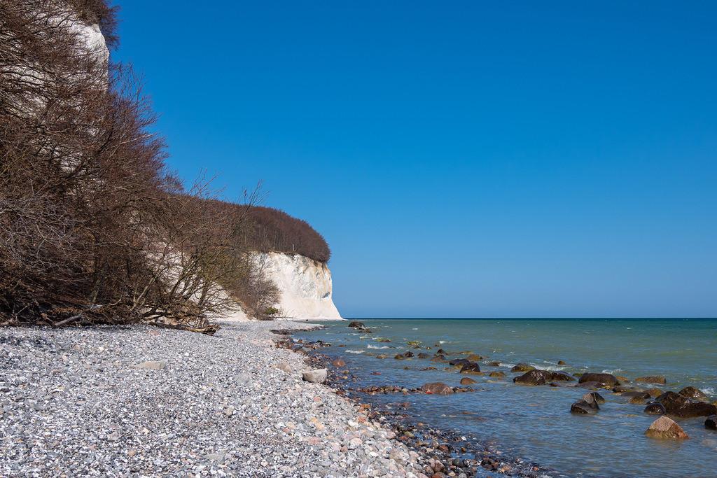Kreidefelsen an der Küste der Ostsee auf der Insel Rügen   Kreidefelsen an der Küste der Ostsee auf der Insel Rügen.