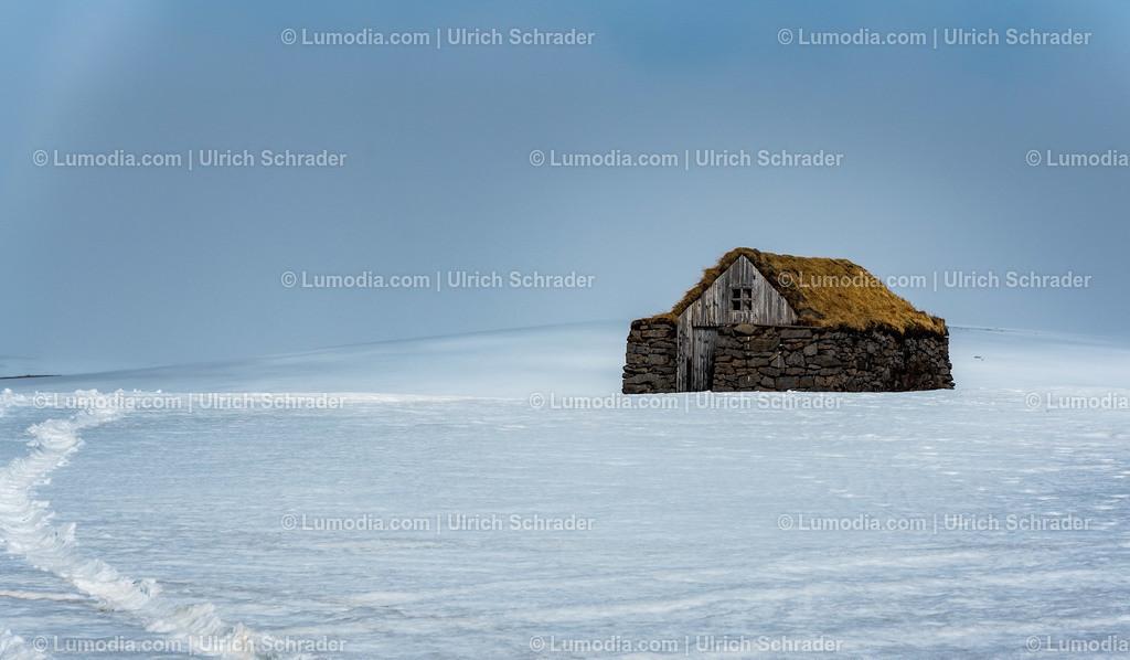 10354-10024 - Hütte im Schnee _ Island