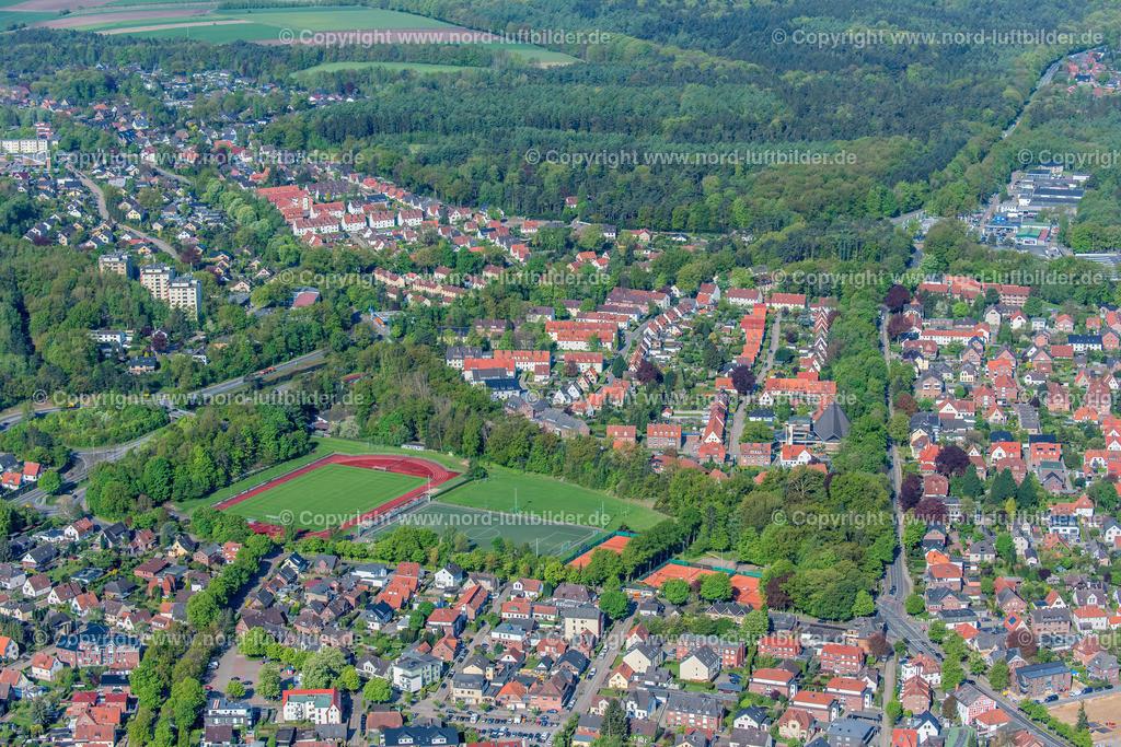 Buxtehude Sportanlage BSV Altkloster_ELS_7517020518 | Buxtehude - Aufnahmedatum: 02.05.2018, Aufnahmehöhe: 409 m, Koordinaten: N53°28.035' - E9°42.156', Bildgröße: 8256 x  5504 Pixel - Copyright 2018 by Martin Elsen, Kontakt: Tel.: +49 157 74581206, E-Mail: info@schoenes-foto.de  Schlagwörter:Niedersachsen,Luftbild, Luftbilder, Deutschland