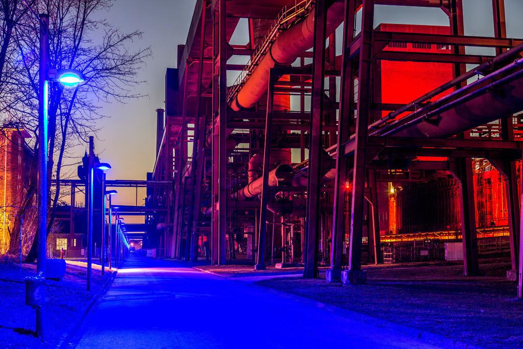 JT-160229-012 | Kokerei Zollverein, Welterbe Zeche Zollverein, beleuchtete Kokereiallee, auch Blaue Allee genannt, Essen, Deutschland,