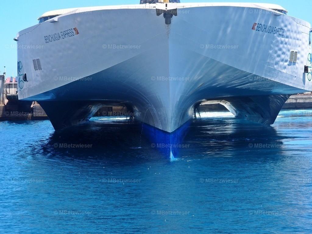 P4265474 | Das Mehrrumpf-Trimaranschiff  Benchijigua Express