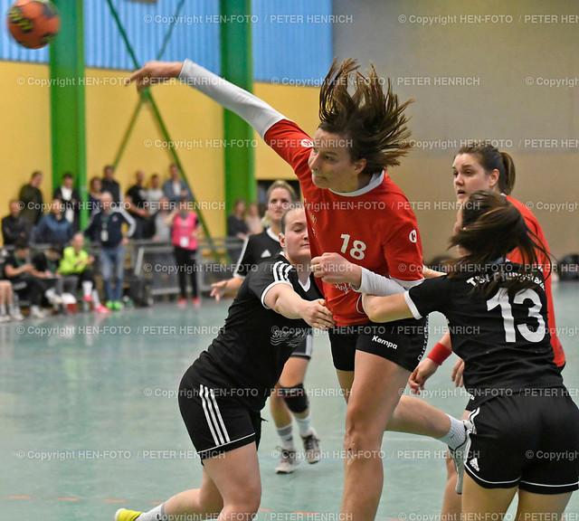 Handball Landesliga Frauen TSV Pfungstadt - TGB Darmstadt (22:30) 20190323 - copyright HEN-FOTO (Peter Henrich) | Handball Landesliga Frauen TSV Pfungstadt - TGB Darmstadt (22:30) 20190323 li 5 Hannah Schäfer (TSV) Mi 18 Sarah Jakob (TGB) re 13 Lejla Memisevic (TSV) copyright HEN-FOTO (Peter Henrich)