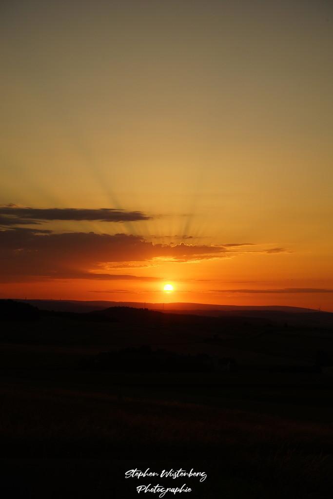 Sunset Karlshöhe | Wundervoller Sonnenuntergang mit Strahlenkranz bei Karlshöhe