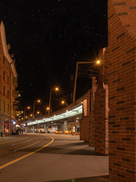 lines   Das Bild zeigt die Hardbrücke am Escher-Wyss Platz in Zürich