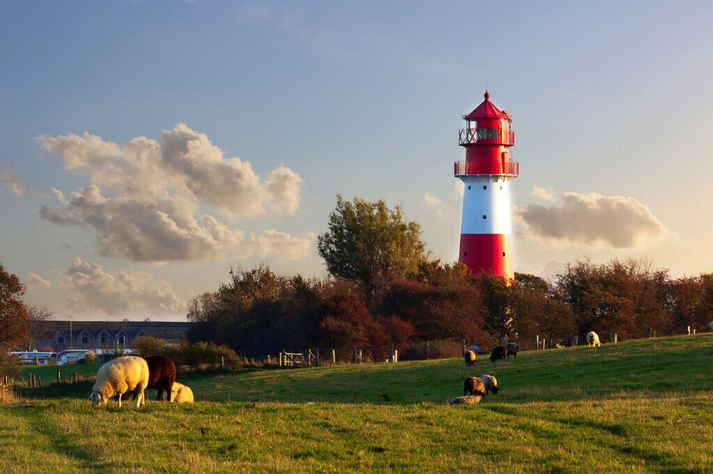 Leuchtturm in Falshöft | Leuchtturm in Falshöft im Herbst