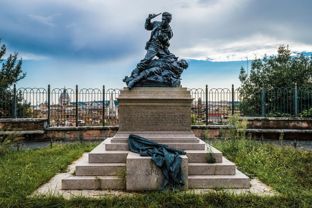 Denkmal-der-Gebrüder-Cairoli-Rom-1