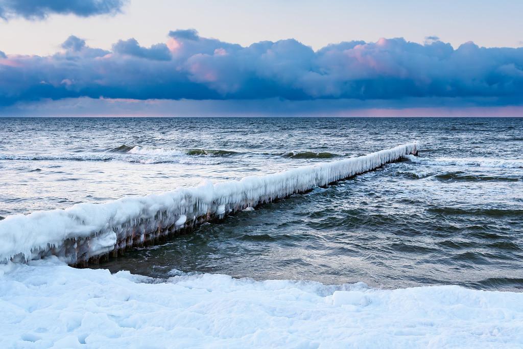 Buhne an der Ostseeküste in Zingst im Winter | Buhne an der Ostseeküste in Zingst im Winter.