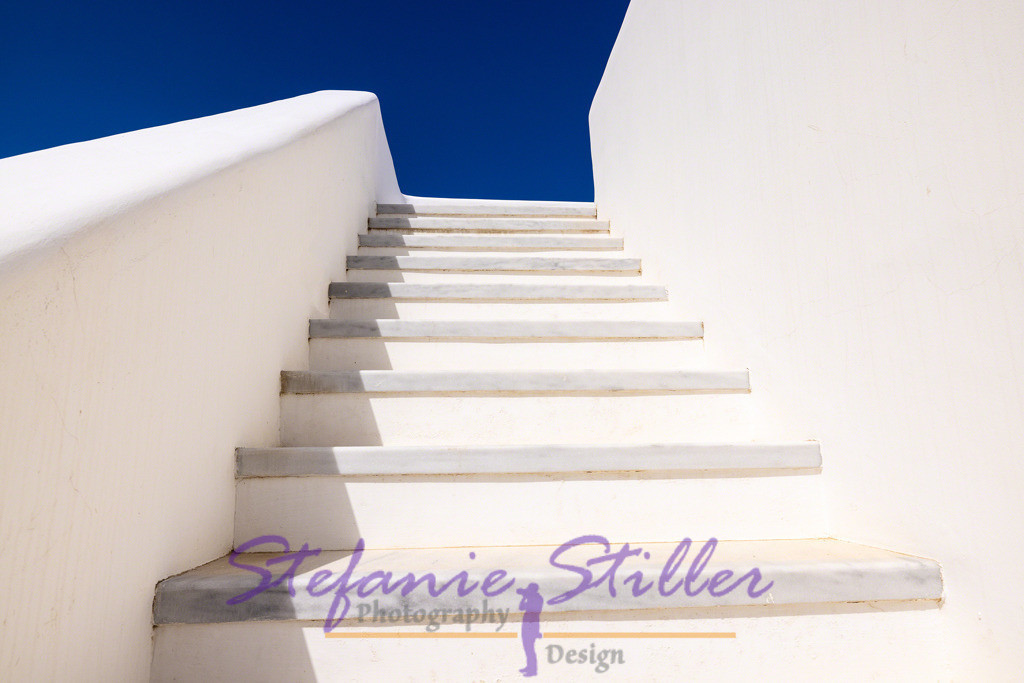 Blue Series: Staircase / Blaue Serie: Treppenaufgang | Bright white staircase directly into the sky / Strahlend weißer Treppenaufgang direkt in den Himmel