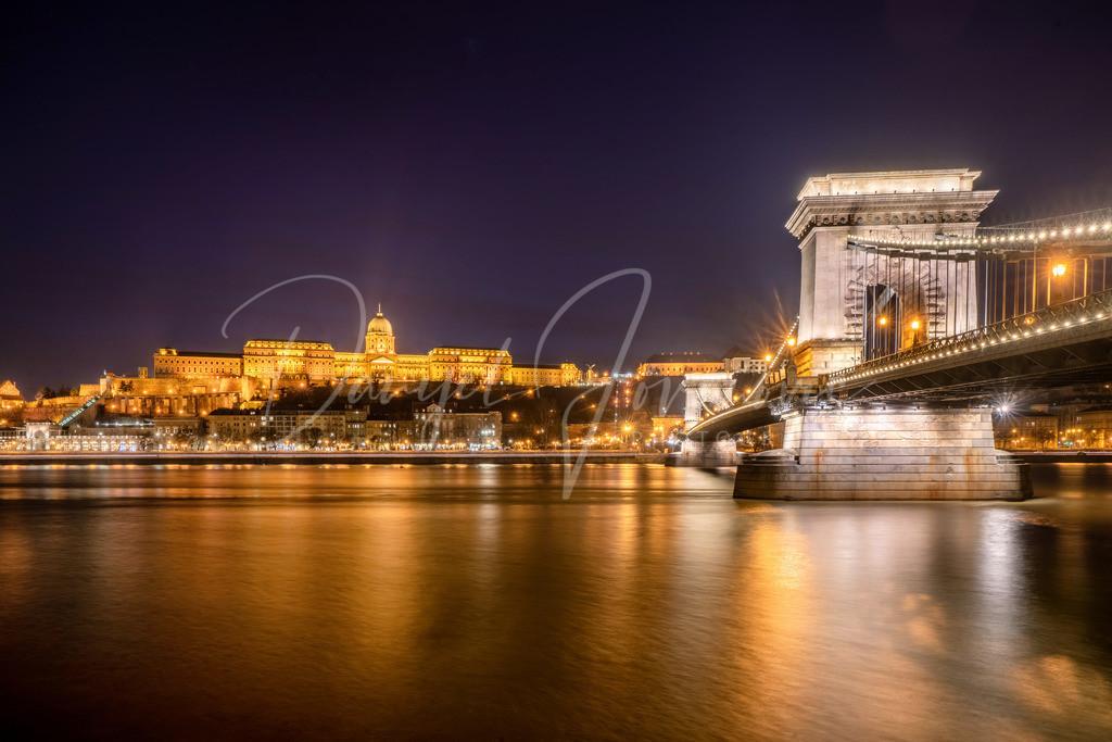 Kettenbrücke | Die Kettenbrücke über die Donau. Blick nach Buda