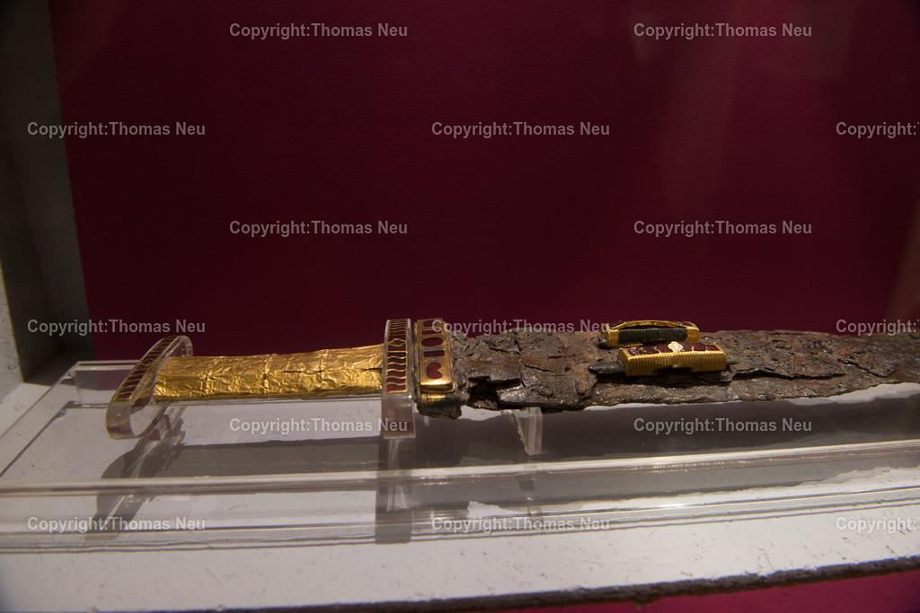 Vorfahren_Museum-24 | Bensheim,Stadtmagazin 39, Museum,vergessene Vorfahren, prunkvolles Schwert, Grabbeilage,  , ,, Bild: Thomas Neu