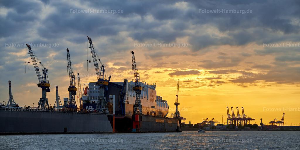 10191013 - Containerschiff bei Sonnenuntergang | Containerschiff