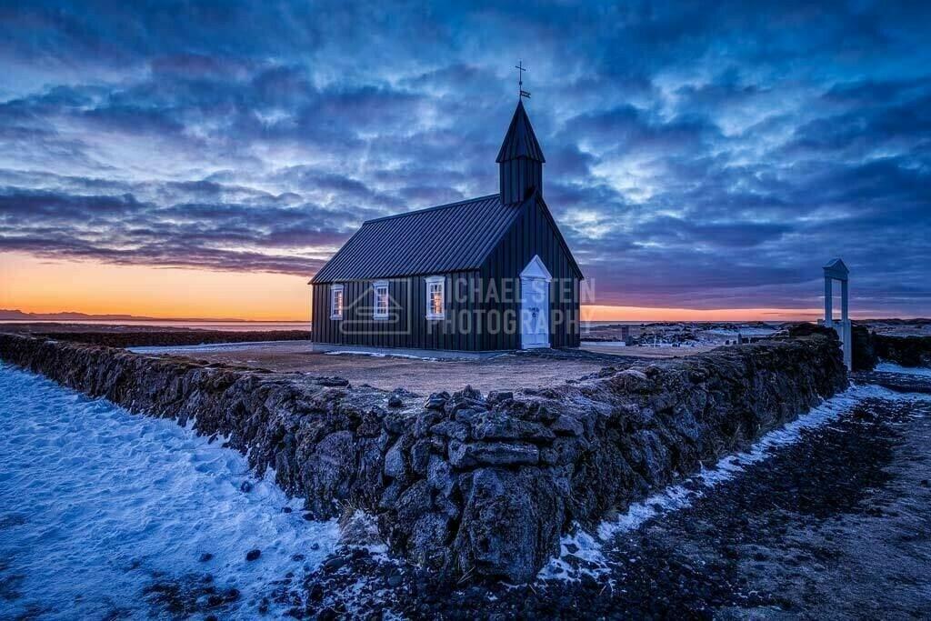 Island - Kirche von Budir am Morgen | Schwarze Kirche von Budir bei Sonnenaufgang