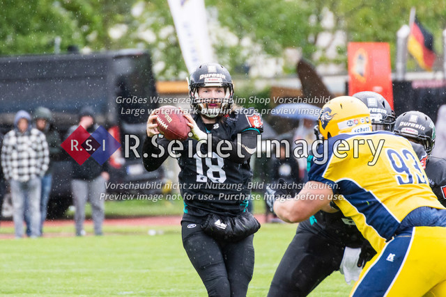 Foto des ersten Spiels der Saison 2019 in der GFL2 Nord zwischen den Elmshorn Fighting Pirates und den Hannover Spartans am 04.05.2019 im Krückaustadion in Elmshorn.