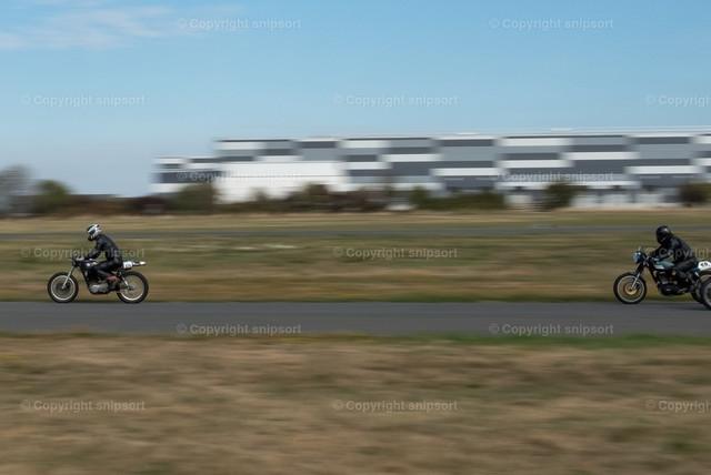 Motorradrennen | Mehrere Motorräder beim Motorradrennen mit Mitziehereffekt.