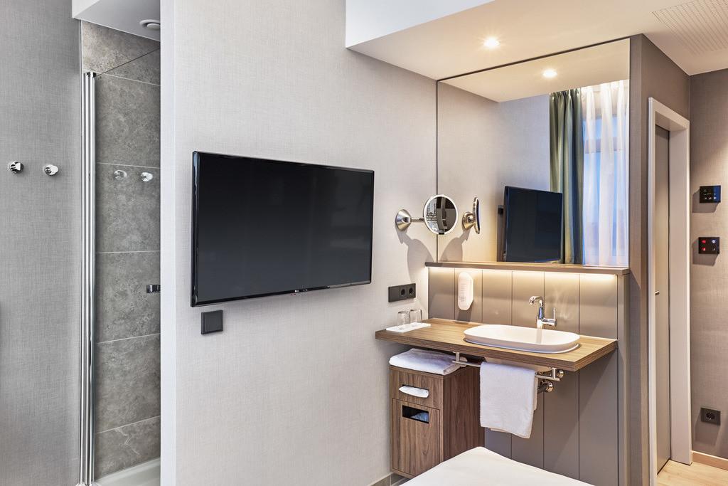 zimmer-komfort-queenzimmer-04-hplus-hotel-bremen.tif
