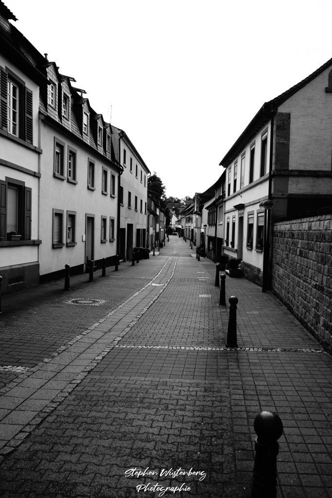 Kirchstrasse Winnweiler SW HC | Schwarzweiss HC Aufnahme der Kirchstrasse in Winnweiler