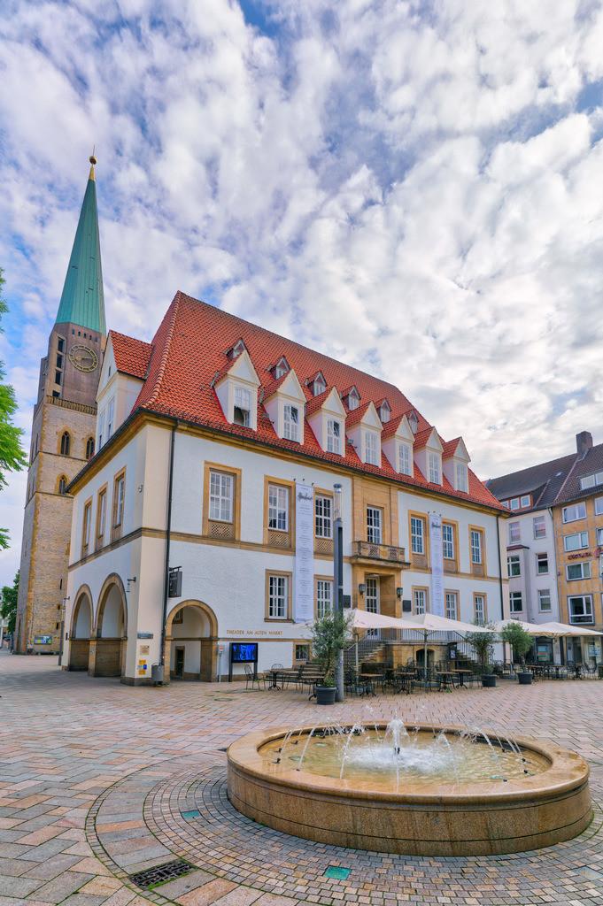 Alter Markt mit Springbrunnen in Bielefeld | Alter Markt mit Springbrunnen in der Bielefelder Altstadt.