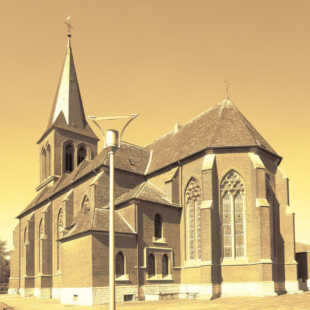 3-Westkirchen-Kirche-Pano8920_8921_1x1-sepia02