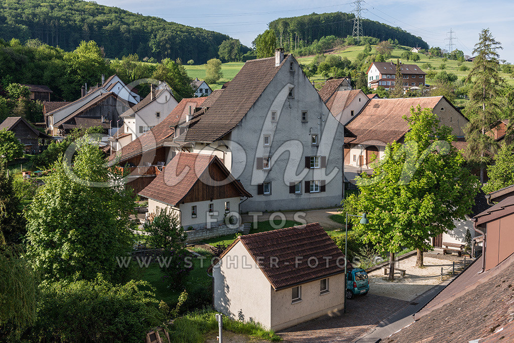 Häuserzeile Ziefen (BL) | Häuserzeile in der Tummeten (Kirchgasse), Ziefen im Kanton Baselland.