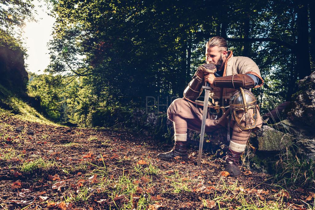 Der nachdenkliche Ritter | Mittelalterliches Bild mit Model Dani