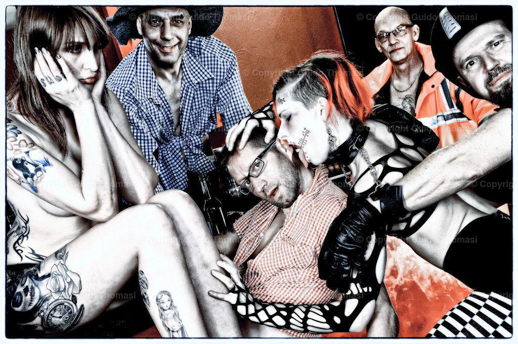 Kneipenshooting im Penthouse  | Ein Bild aus meiner Serie Kneipenshooting. In der Penthouse Bar Hannover.  Unter anderen mit Paula Rowe und Sunny Sin.