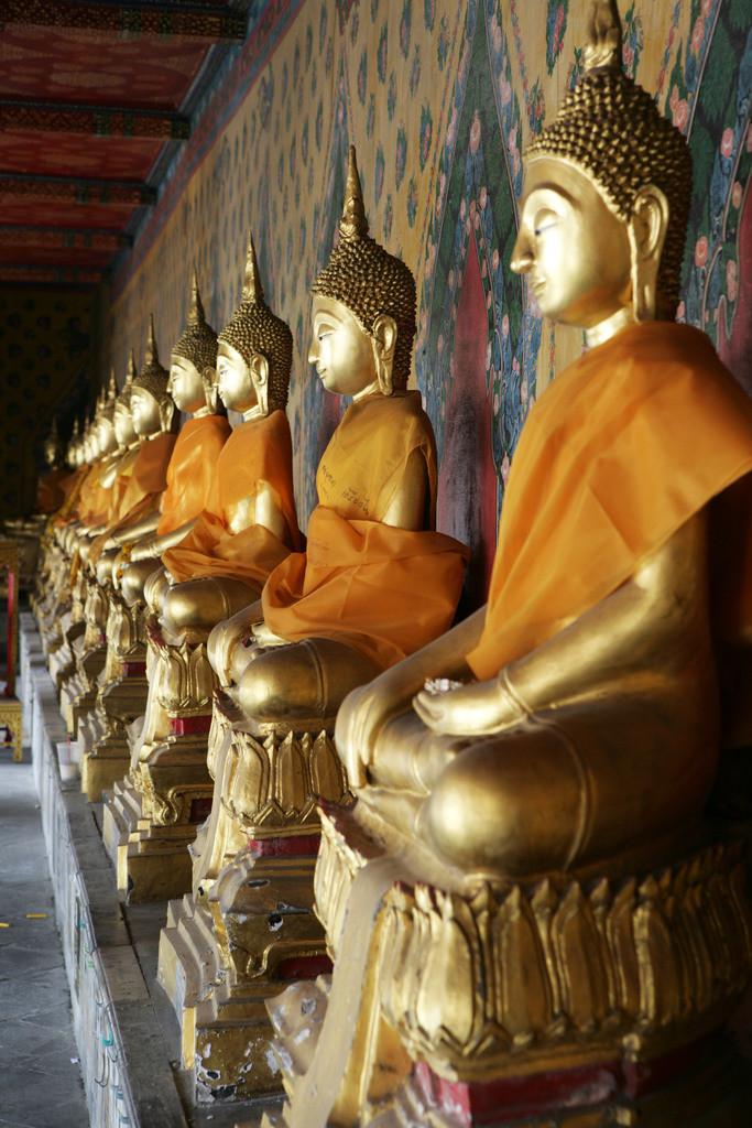 Bangkok | Thailand, Bangkok, goldene Buddha Figuren in einem Tempel