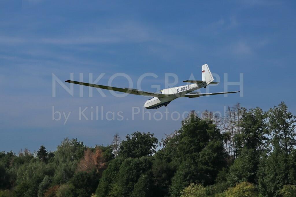 Segelflugzeug im Landeanflug   Ein Segelflugzeug im Landeanflug auf den Flugplatz Iserlohn-Sümmern.